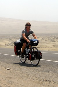 Gareth Collingwood (El-Pedalero) riding Peru's coastal desert