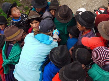 Chatting-with-kids-in-Ecuador